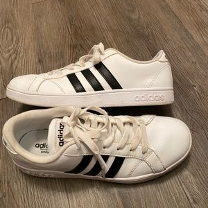 Women's Adidas sneakers size 6